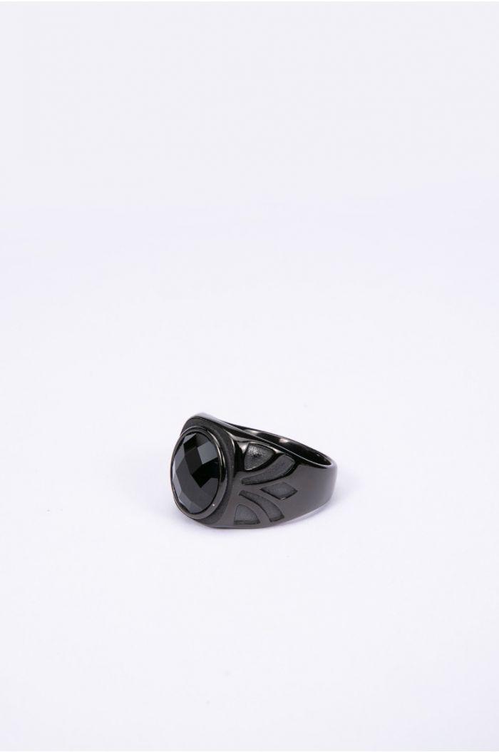 خاتم بنقوش وحجر أسود