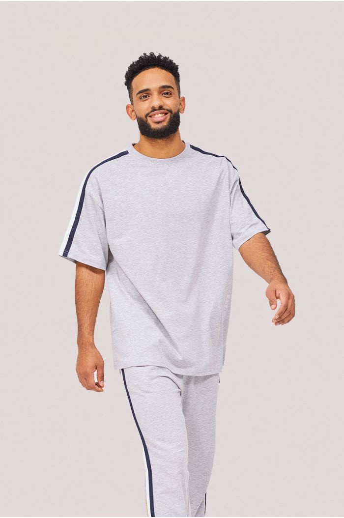 T-shirt with linings on sleeves
