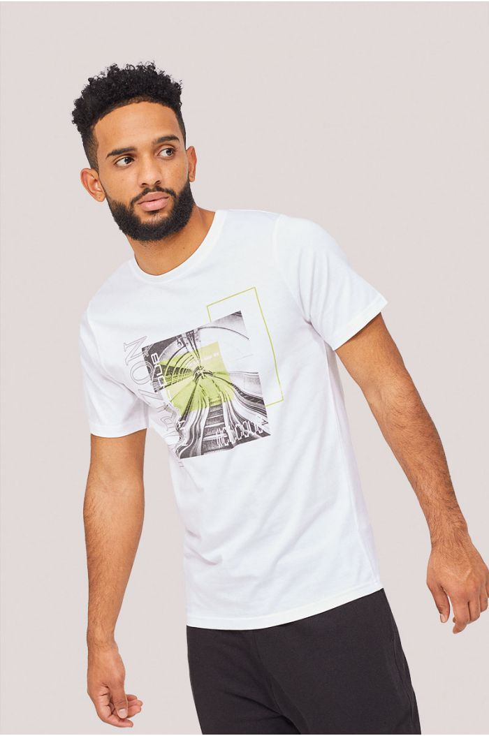 Short sleeves t-shirt with front graphic print