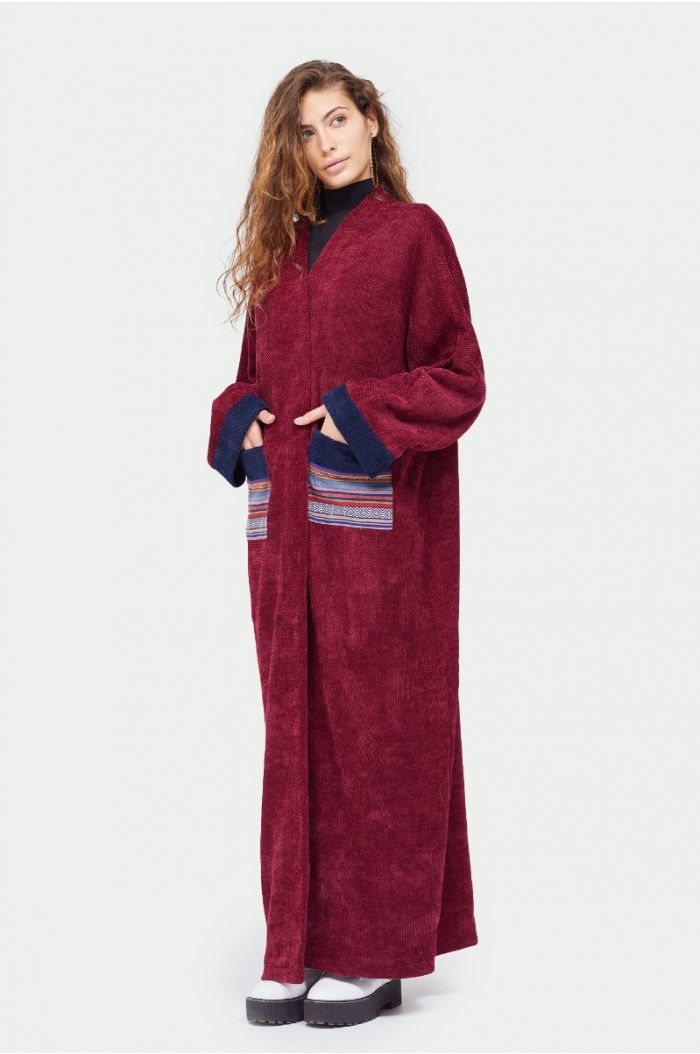Knitted abaya with colored pockets