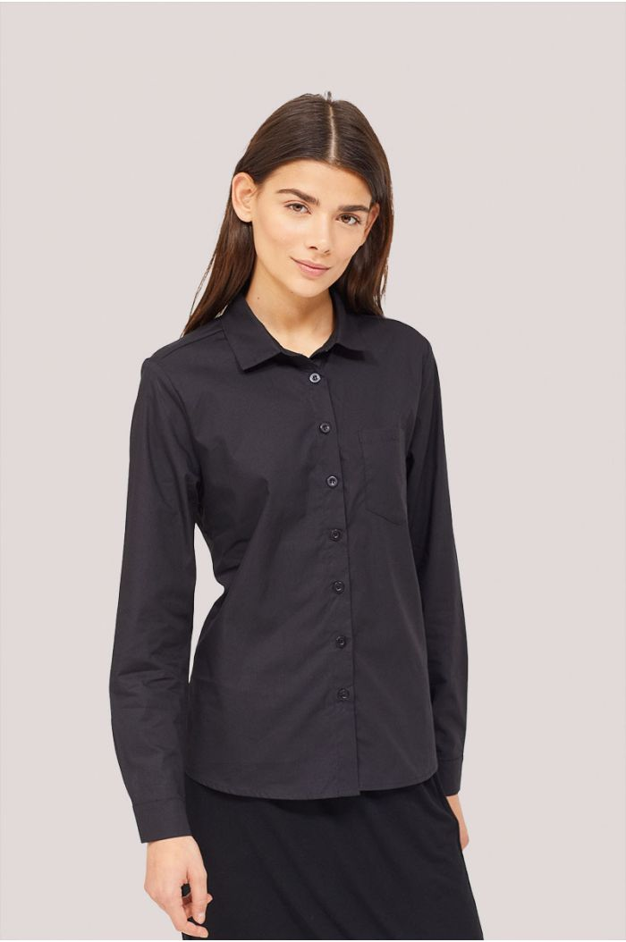 Model wears Long sleeves plain shirt-1