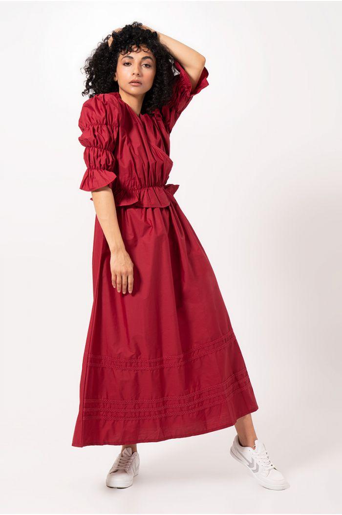 فستان ماكسي بكشكش وتجاعيد مطاطية