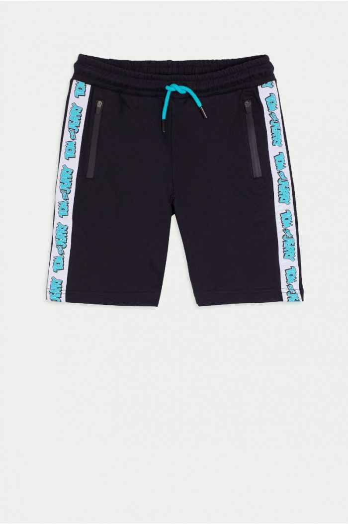 Shorts with side lining