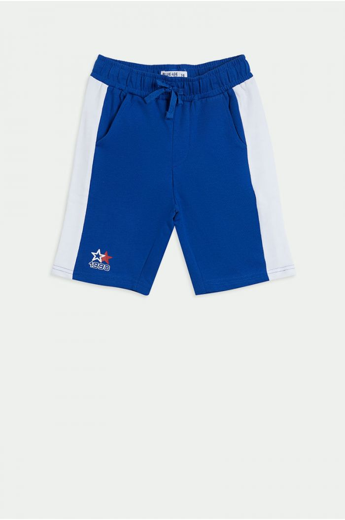Shorts with side lining and front print